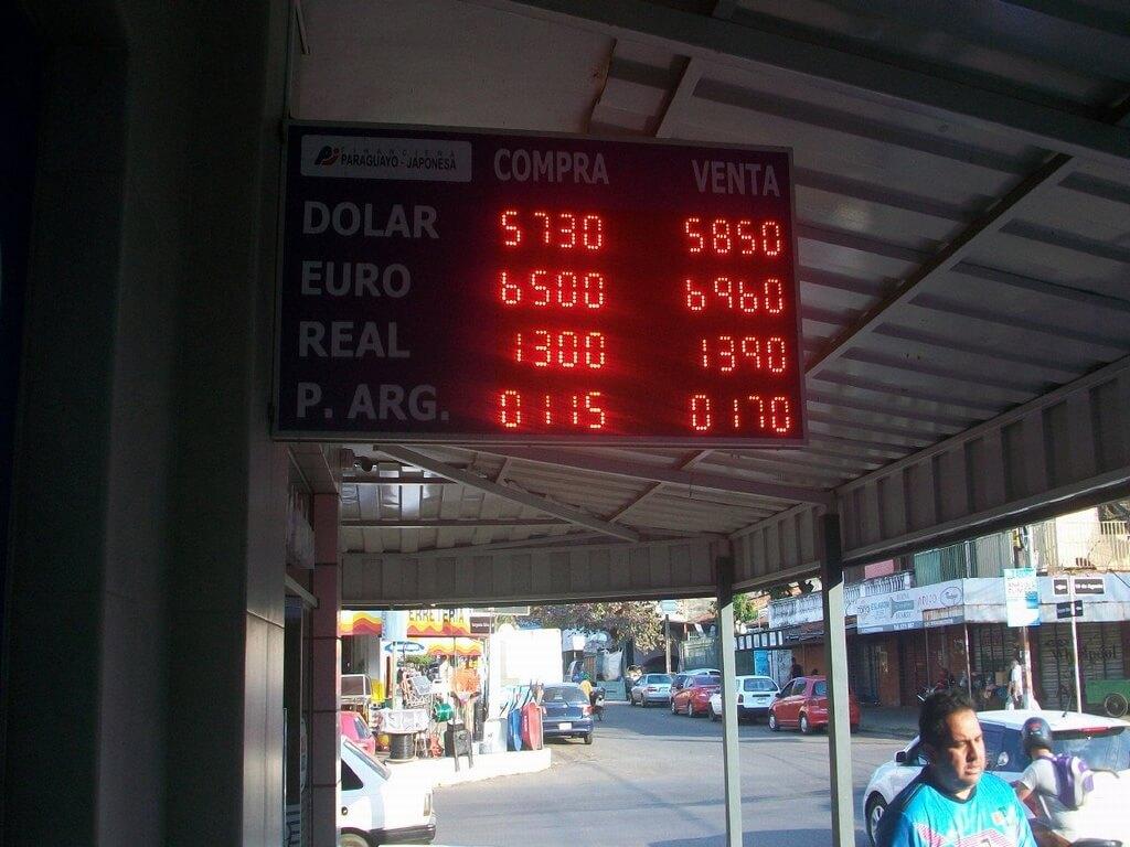 ¿Cómo es el cambio de guaraníes a pesos argentinos?