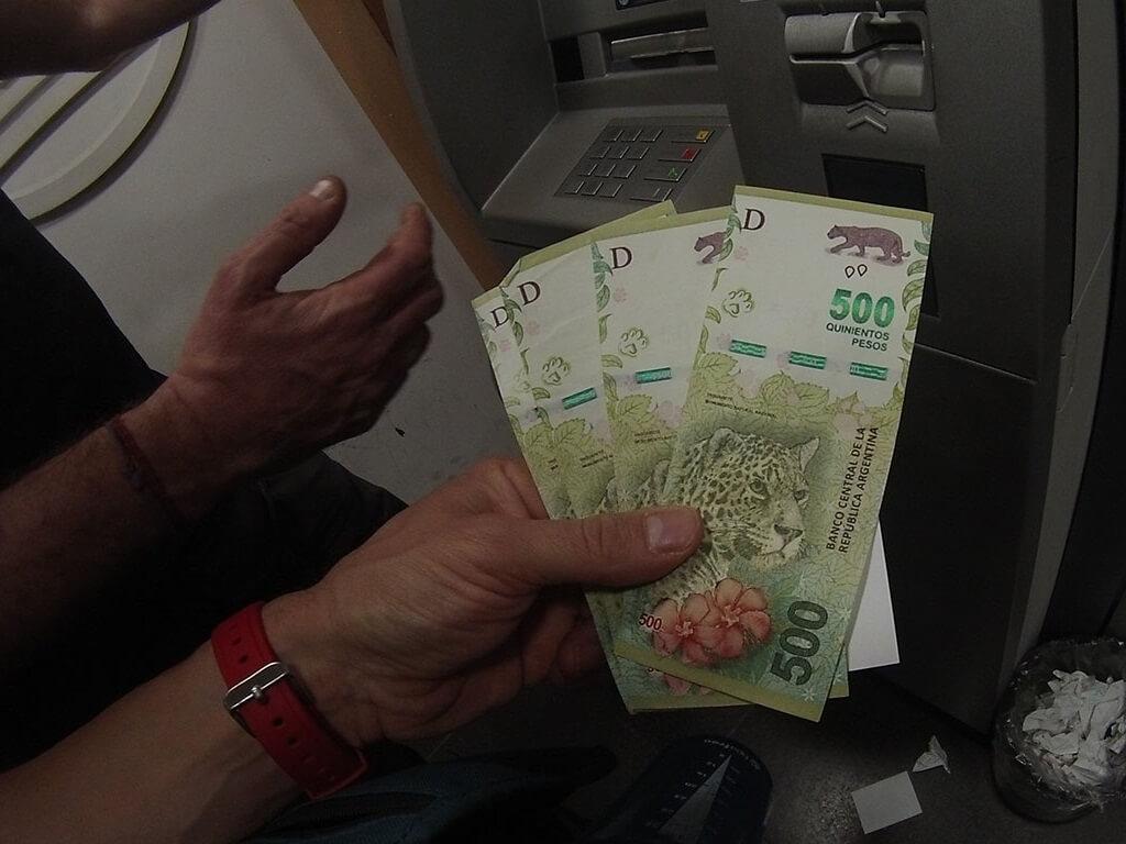 ¿Qué puedo comprar con 2000 pesos argentinos?